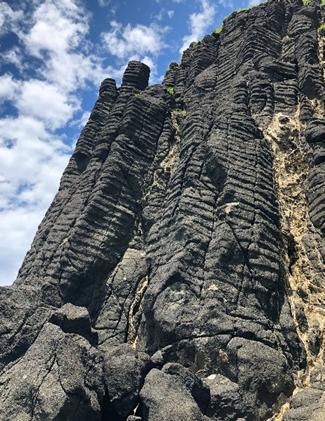 図1 新潟県佐渡市の神子岩